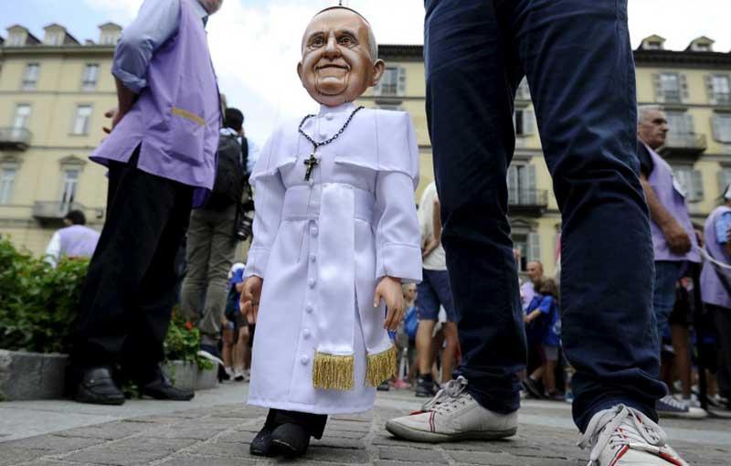 Marionnette représentant papeFrançois à Turin (Italie)